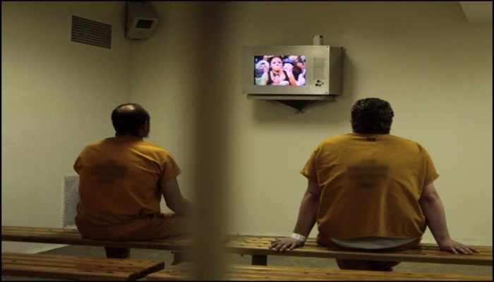 Thief Arrested Himself for Watching TV Channel for Free Like Free Kit in Prison