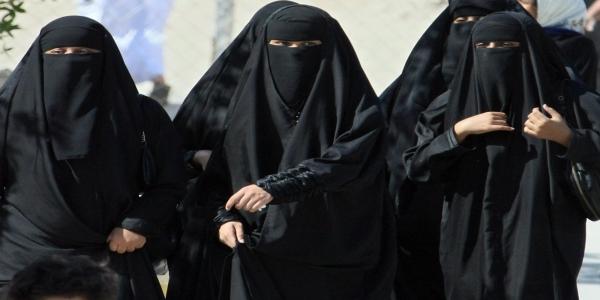 Saudi girls abaya